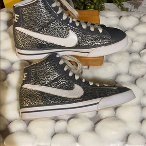 NIKE Sweet Classic High Tops Gray w/ gold